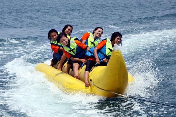 Banana boat tanjung lesung 600