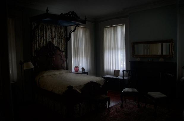 dark-bedroom curtain